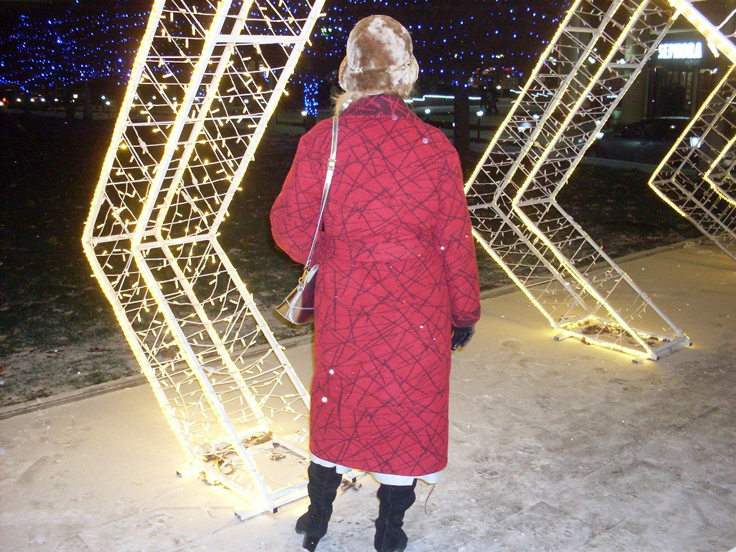 Пальто цвета бордо