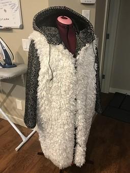 Работа с названием Пальто из искусственного меха под овечку