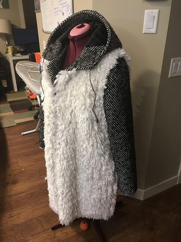 Пальто изискусственного меха подовечку
