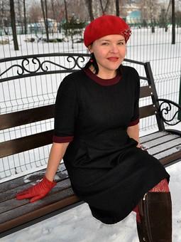 Работа с названием Черное сибирское платьице