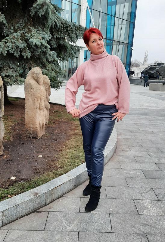 Почти кожаные брюки