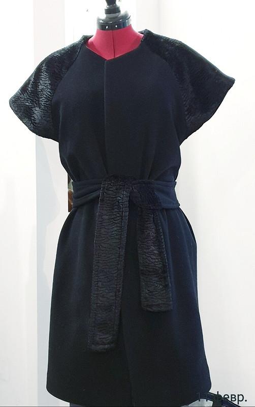 Пальто скоротким рукавом