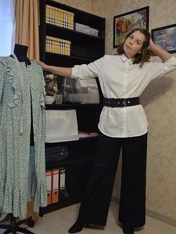 Работа с названием Рубашка базовая (потому что белая?)