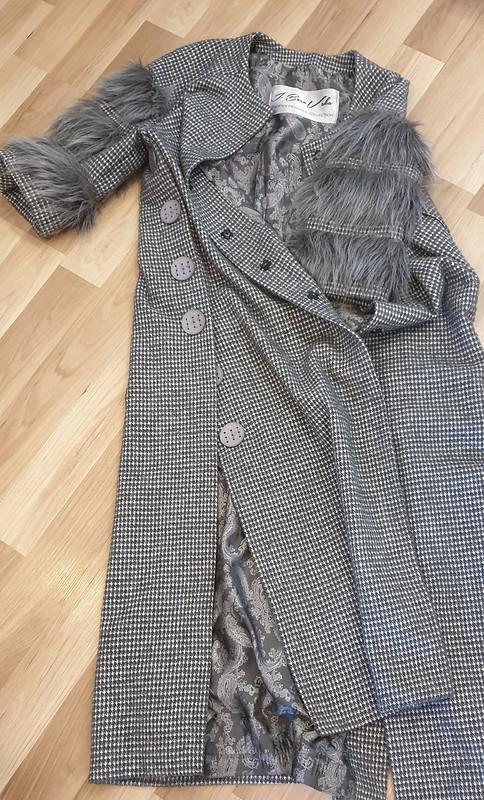 Пальто смехом