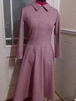 Работа с названием Платье с расклешенной юбкой
