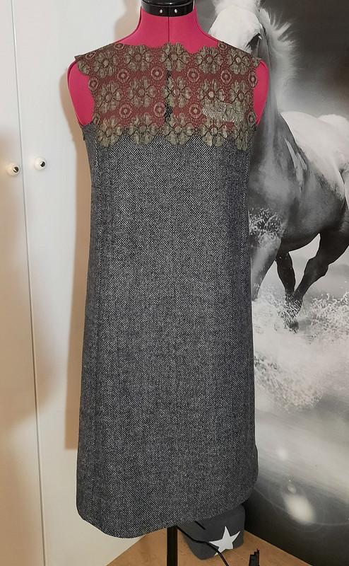 Зимнее платье скружевом