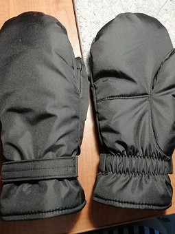 Работа с названием Теплые рукавички