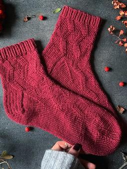 Работа с названием Вязаные носки с рисунком