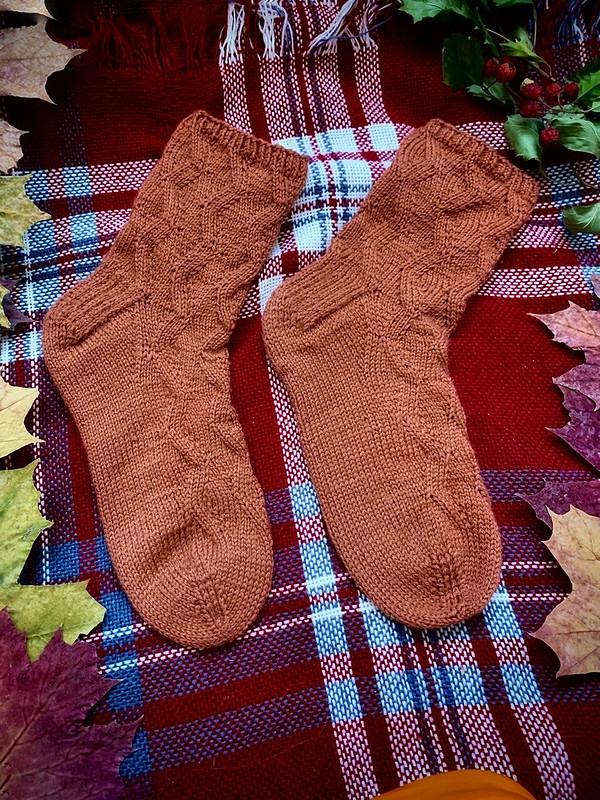 Вязаные носки срисунком