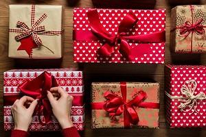 Как упаковать подарок в бумагу: пошаговая инструкция