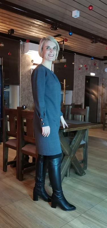 Мини-платье сбантовой складкой