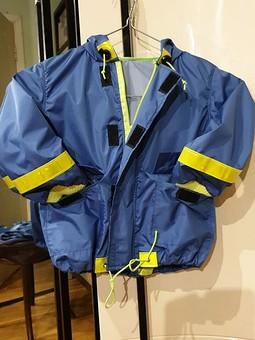 Работа с названием Детская курточка-дождевик