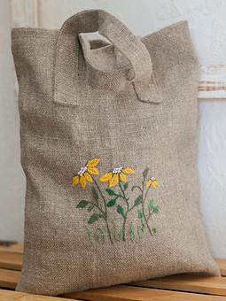 Работа с названием Сумка с цветочной вышивкой