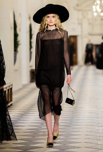 Величие прошлого исовершенство настоящего: коллекция Chanel Metiers D'art 2020/21