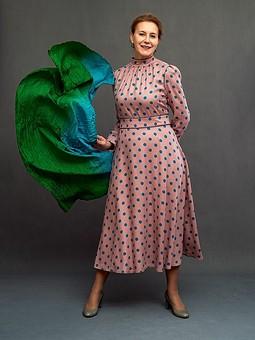 Работа с названием Платье в горошек с воротником-стойкой
