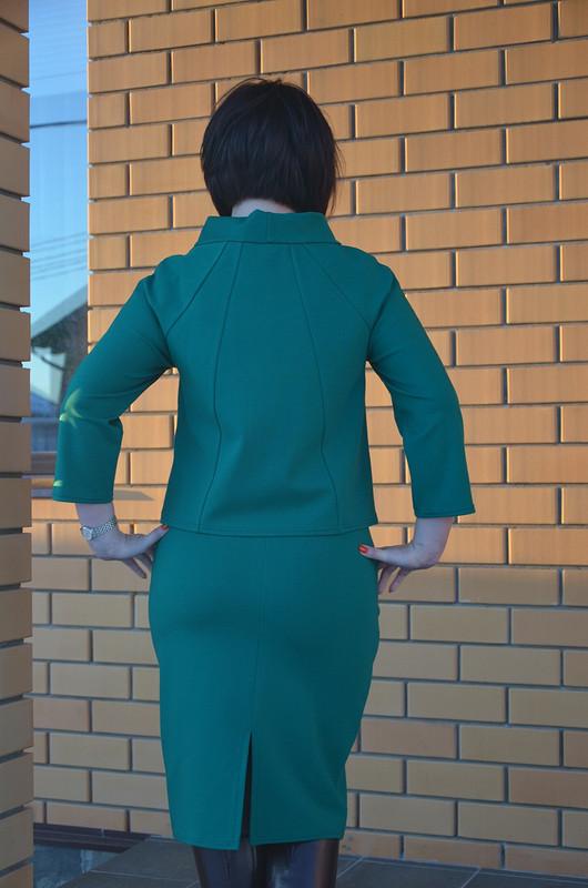Костюм: пуловер июбка