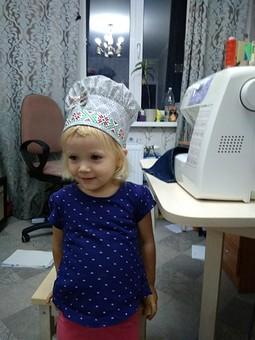 Работа с названием Подарок для маленьких поварят: фартук и шапочка