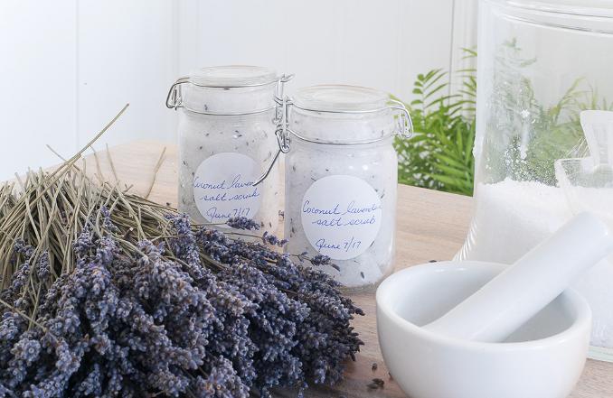 Рецепты красоты: успокаивающий лавандовый скраб длятела своими руками