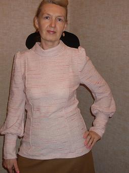 Работа с названием Розовый пуловер