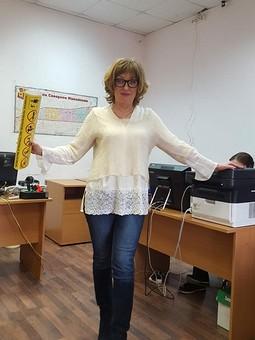 Работа с названием Светлая блузка с кружевным низом и манжетами-складками