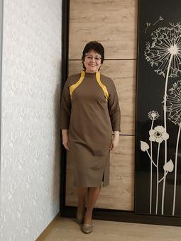 Работа с названием Трикотажное платье с фигурными вставками