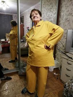 Работа с названием Пуловер горчичного цвета для мамы (домашний костюм)