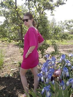 Работа с названием Платье-мешочек цвета фуксии