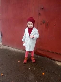Работа с названием Пальто для маленькой леди