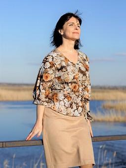 Работа с названием Блуза с пышными рукавами