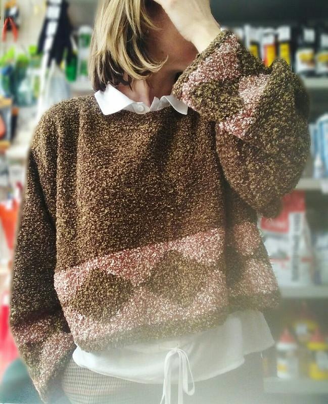 Уютный пуловер букле