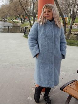 Работа с названием Голубое пальто