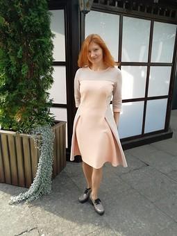 Работа с названием Футер, платье в ромбах