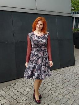 Работа с названием Платье с рукавами из сетки
