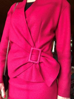 Работа с названием Яркий комплект: жакет и юбка