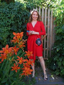 Работа с названием Любимое красное платье