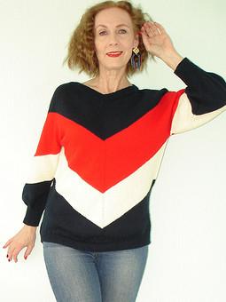 Работа с названием Сидим дома и вяжем пуловер