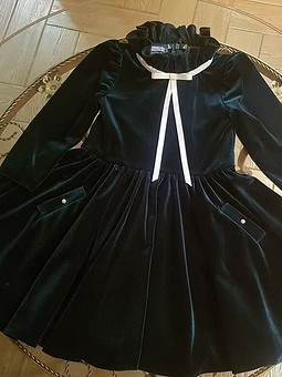 Работа с названием Изумрудное бархатное платье