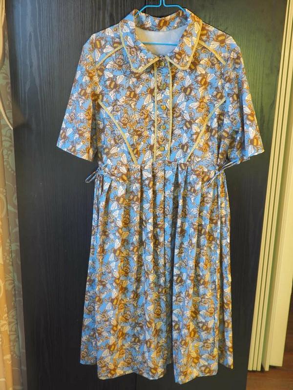 Платье со шмелями от Sентябрина