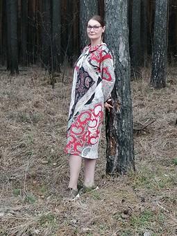Работа с названием Достаточно красное платье