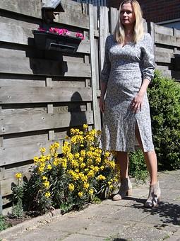Работа с названием Платье в цветочек