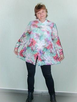Работа с названием Пиксели на блузке-разлетайке...