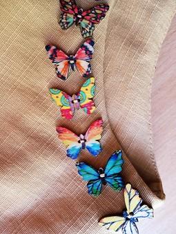 Работа с названием Льняная блуза с бабочками