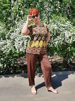 Работа с названием Трикотажные брюки-бананы