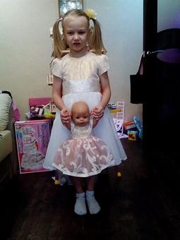 Работа с названием Платья девочки и куколки