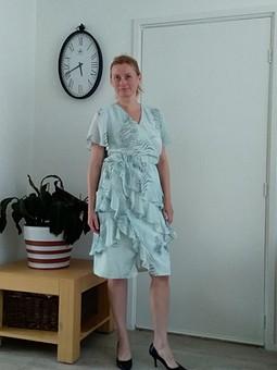 Работа с названием Платье с воланами из Бурда экстра