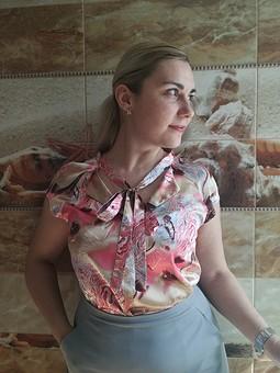 Работа с названием Блузка из надоевшей юбки
