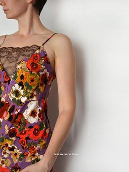Работа с названием Платье-комбинация со вставкой из кружева