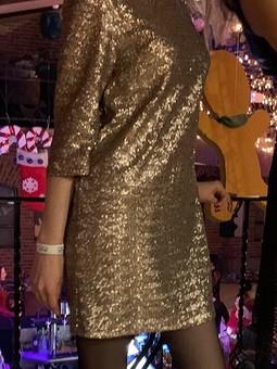 Работа с названием Новогоднее платье прямого кроя с пайетками
