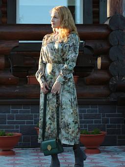 Работа с названием Платье в природных тонах