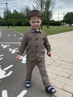 Работа с названием Брючный костюм из льна для ребёнка